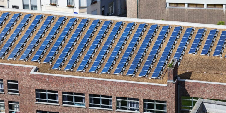 puis je installer des panneaux solaires